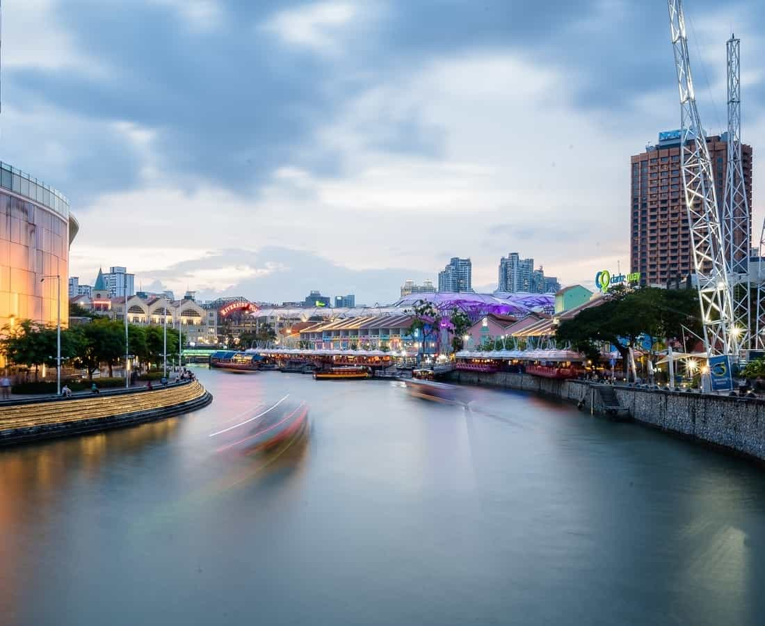 A Dining Guide to Clarke Quay: Best Restaurants and Bars in Singapore's Riverfront Entertainment Enclave